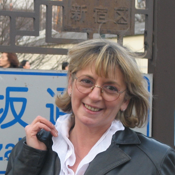 Dr. Rosa Caroli